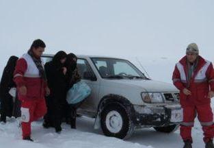 امدادرسانی به زن باردار گرفتار در برف روستای « الینجق»