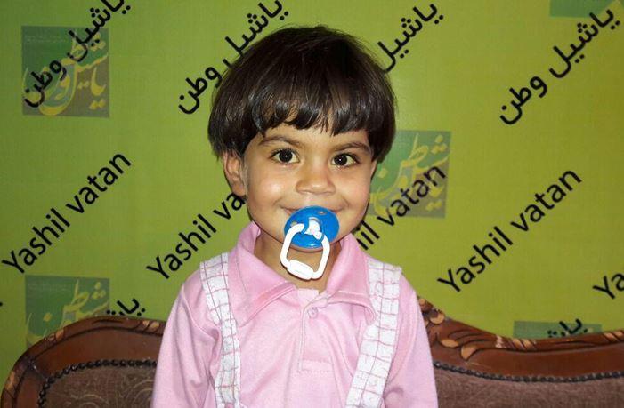 اسراء دختر دو ساله مرندی زیر تیغ جراحی میرود + تصویر