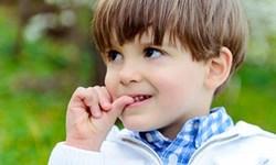 راهکارهایی برای درمان ناخن جویدن کودکان