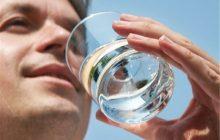 طب سنتی | توصیه به نوشیدن ۸ لیوان آب در روز هیچ مستند علمی ندارد